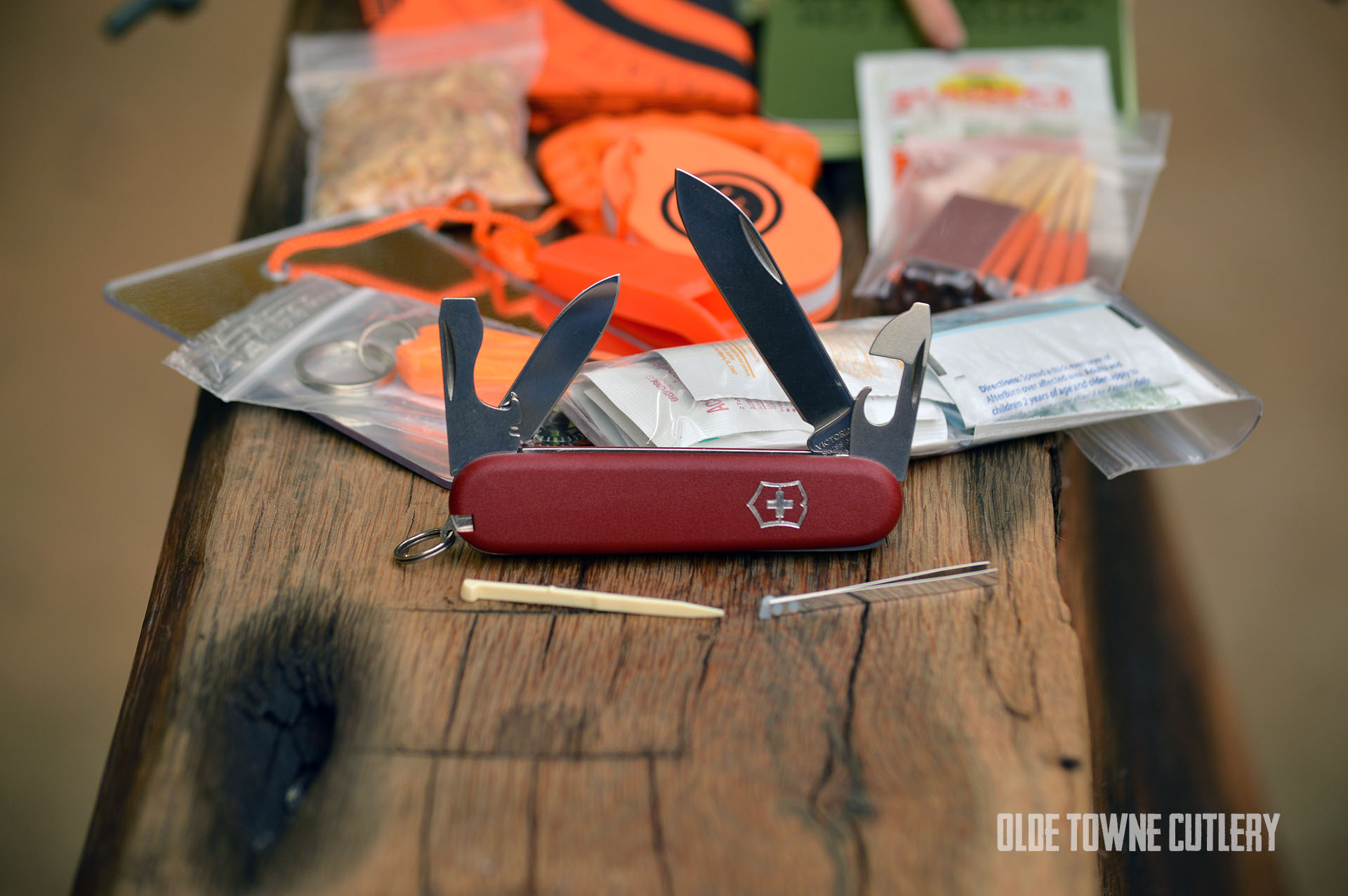 Emergency Survival Kit EMVICT Victorinox Recruit